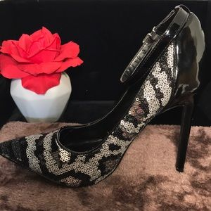 SCENE by SHOE DAZZLE black stiletto heels size 8